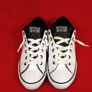 Converse Allstar Chuck Taylor Sneakers Sz 6 youth